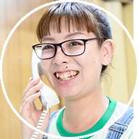 電話する女性イメージ